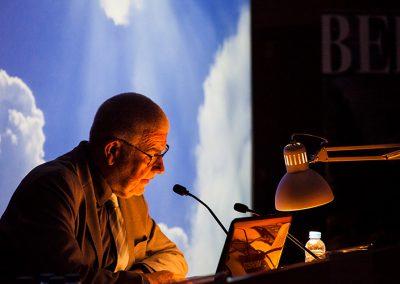Babel Global: Los Vértigos del Infinito
